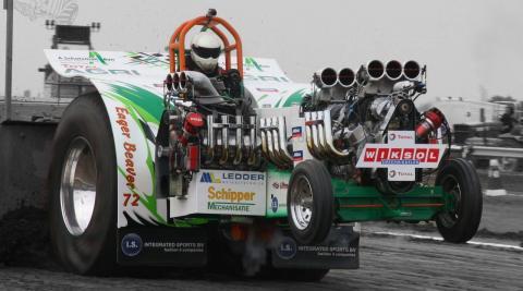 Total Agri Eager Beaver Team uit Putten voor de sleepwagen voor een full-pull