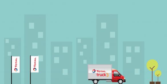 afbeelding met 2 total vlaggen en een vrachtwagen op de voorgrond met het total truck logo erop.